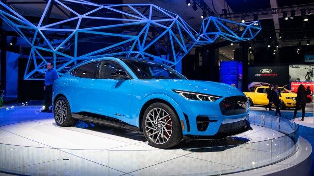 2021-ford-mustang-mach-e_100724850.jpg